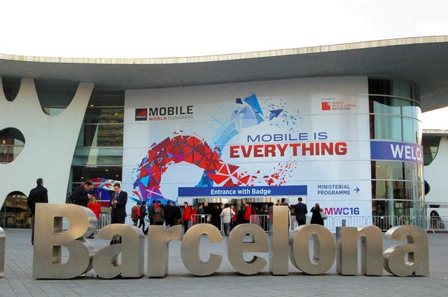MWCの会場の入り口=2月23日、スペイン・バルセロナ
