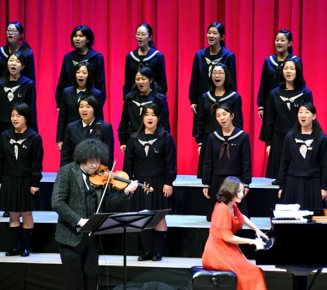 葉加瀬太郎さんらアーティスト3人と岩手県内の高校4校の音楽部が熱演