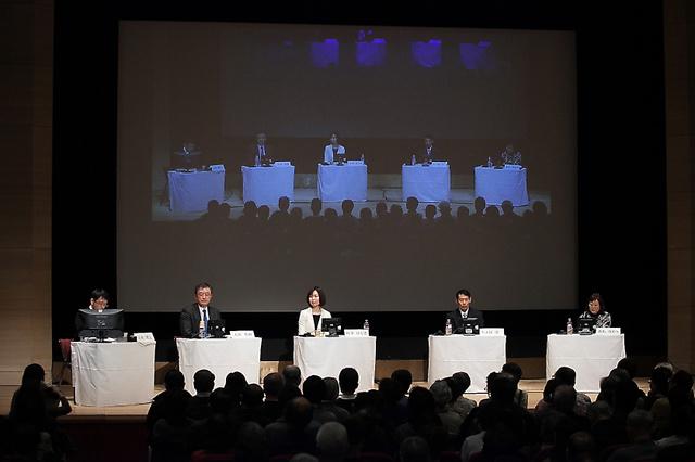 「患者を生きる」3千回を記念してシンポジウムを開催した=2月6日、東京・有楽町