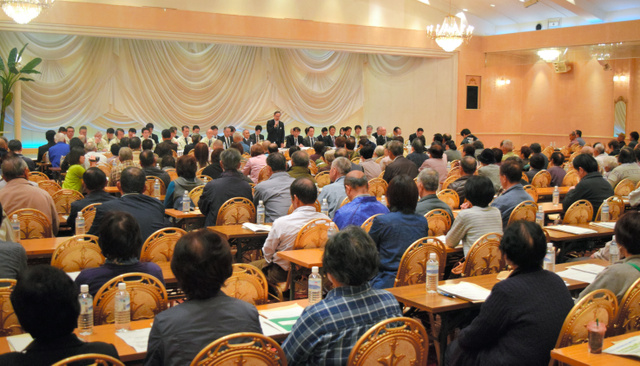 避難指示解除に向けた住民説明会には大勢の葛尾村民が各地から集まった=田村市船引町の結婚式場