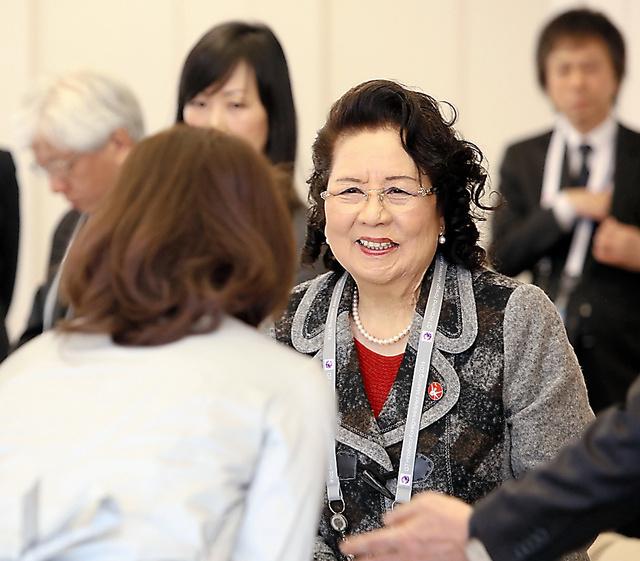 各国の外相夫人らに体験を語った池田精子さん=10日、広島市中区の国際メディアセンター