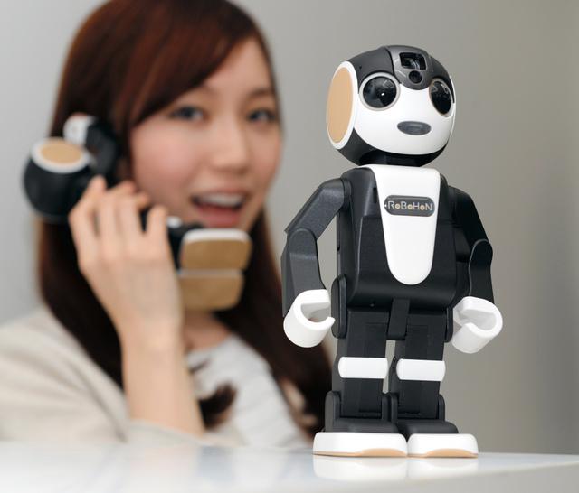 シャープが発売するロボット型電話「ロボホン」=14日午前、東京都港区、角野貴之撮影