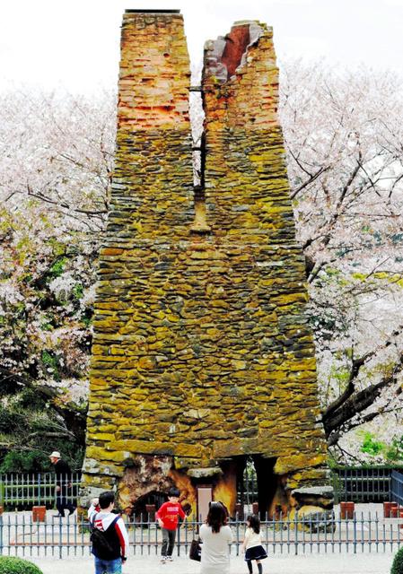 笠山の火山岩「笠山石」で組まれた萩反射炉=萩市