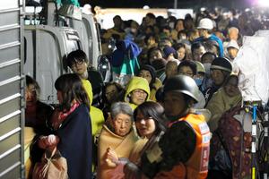 自衛隊1600人が救助活動 毛布や...