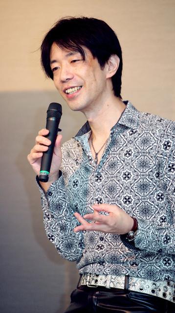 講演する諏訪哲史さん=16日、名古屋市中区、吉本美奈子撮影