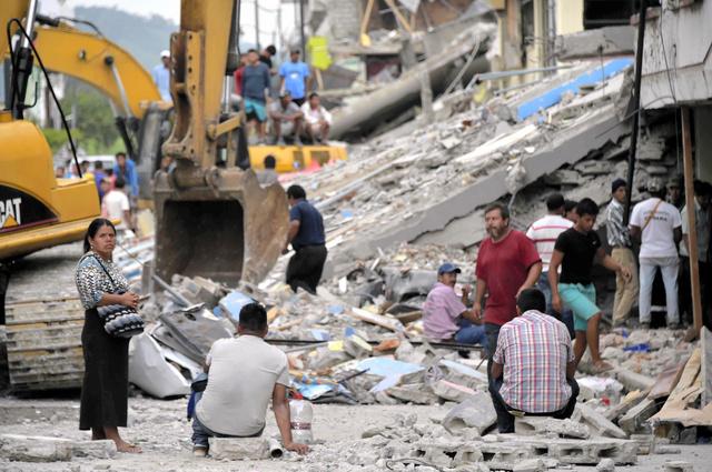 エクアドルで17日、地震による被害が最も大きかったペデルナレス=AFP時事