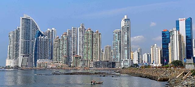 高層建築が林立するパナマ市の新市街=いずれも田村剛撮影