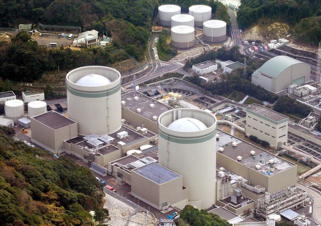 関西電力高浜原発1、2号機=今年1月、福井県高浜町、朝日新聞社ヘリから