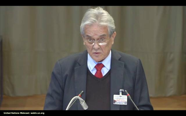 ビキニ水爆実験の経験も引き合いに、「核保有国は我々との誓約を果たしていない」などと訴えるマーシャル諸島のデブルム前外相=ハーグのICJ法廷、国連のウェブ中継映像から