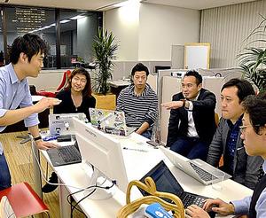 三菱UFJフィナンシャル・グループが無料で用意した事務所。起業家らが日夜、議論している=東京・丸の内