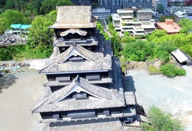熊本城天守閣にあったしゃちほこがなくなっていた=藤生慎・金沢大助教がドローンで撮影した映像から