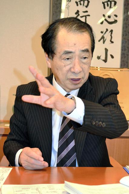 取材に応じる菅直人元首相=東京・永田町、石川智也撮影