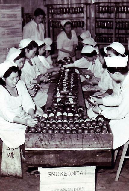 昭和20年代、製造当初の工場の様子=西南開発提供