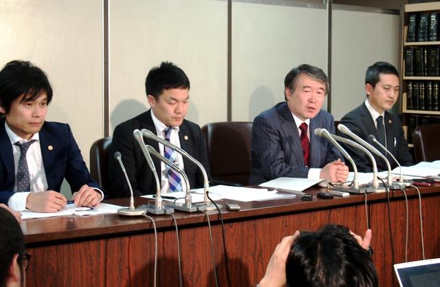 判決後に記者会見する原告の弁護団=東京・霞が関