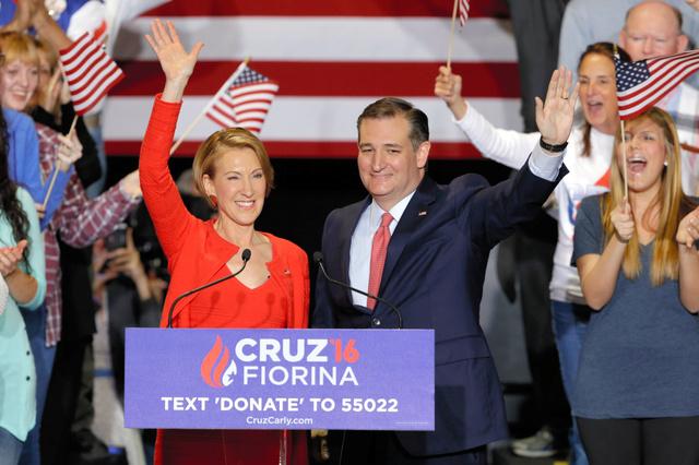 米大統領選の共和党内レースで2位につけているクルーズ上院議員(右)は27日、副大統領候補に元ヒューレット・パッカードCEOのフィオリーナ氏を選んだと発表した=AP