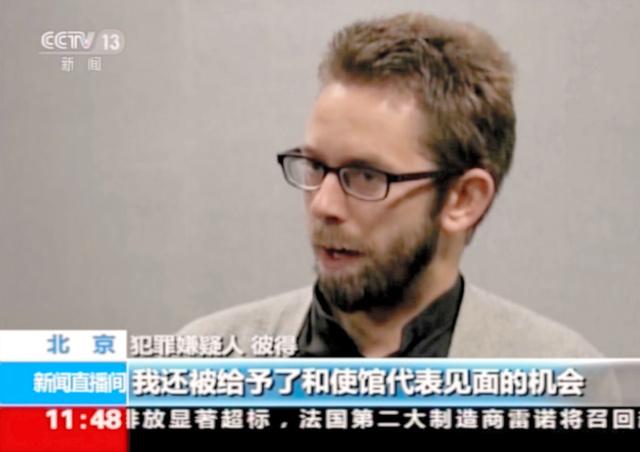 中国国営テレビで放映されたスウェーデン人のNGO中心メンバー、ピーター・ダーリン氏。同テレビの映像から=AP