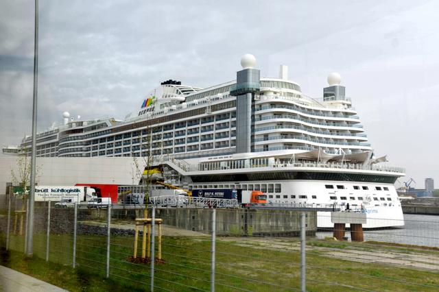 ハンブルクの港に停泊するアイーダ・プリマ