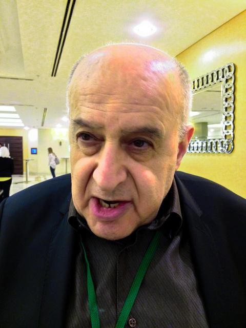 シリア内戦の主要反体制派でつくる「最高交渉委員会」のムンズィル・マーフース氏=28日、イスタンブール、春日芳晃撮影