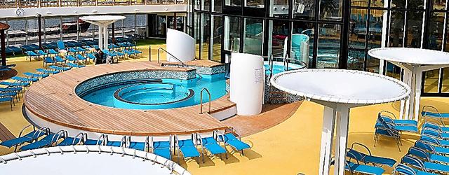 アイーダ・プリマの屋上にはプールが設けられている