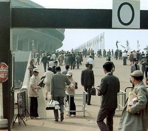 (東京五輪物語)わたしの一枚 行列も荷物検査もないゲート 警戒と無縁の「平和の祭典」