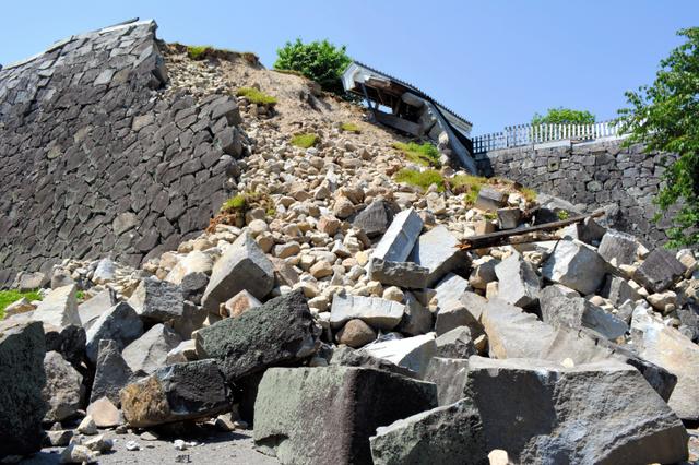 崩れた熊本城・奉行丸の石垣