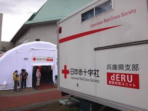 益城町の避難所に併設されている救護所:レントゲン撮影も可能です