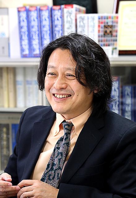 「現代用語の基礎知識」編集長の清水均さん=早坂元興撮影