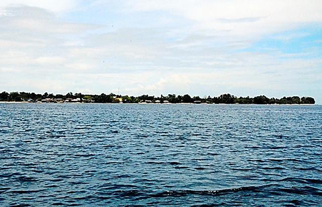 高地がなく平べったいタロ島は、津波に弱いと判断された
