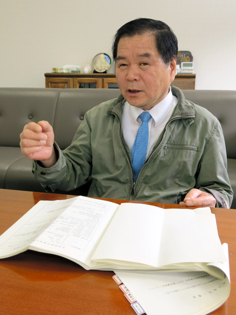 出身集落の水俣病被害について調べてきた山本美季男さん=4月6日、岐阜県可児市塩河