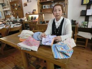 ガーゼ帽子を縫う会の吉田久美さん