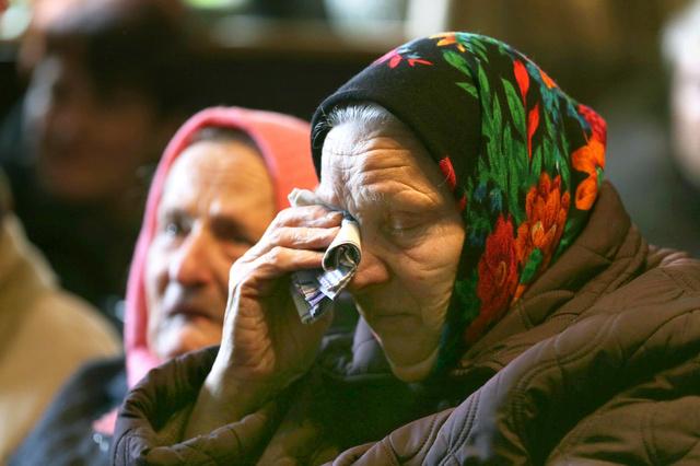 「元の村に帰りたかった。私の夫も。みんな死んでしまった」と話すニーナさん=キエフ南郊の新ボロービチ村、杉本康弘撮影