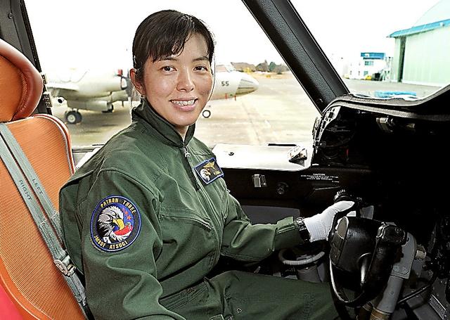 P3C哨戒機のコックピットに座る川合2佐