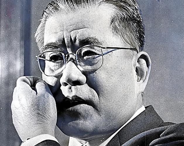 憲法記念日を前に信条を語る最高裁の石田和外長官=1970年5月2日