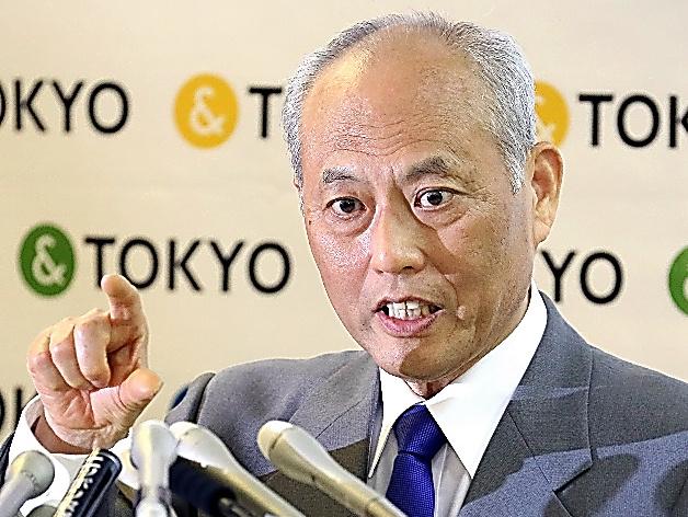 記者会見する舛添要一・東京都知事=13日午後、都庁、西畑志朗撮影