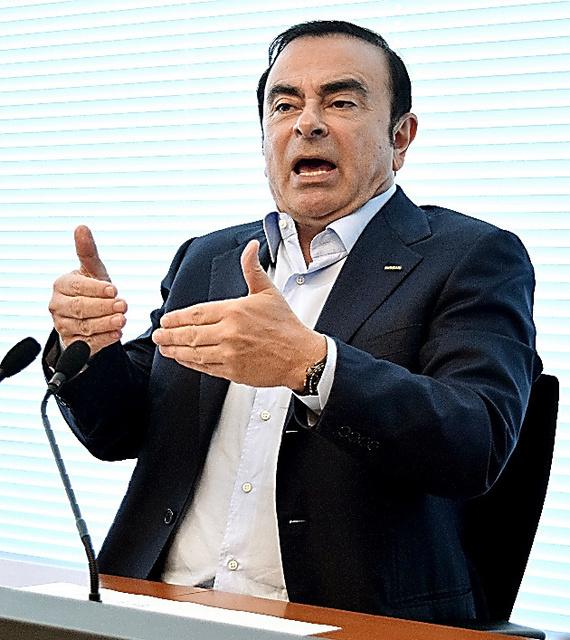 三菱自動車との提携について語る日産自動車のカルロス・ゴーン社長=横浜市