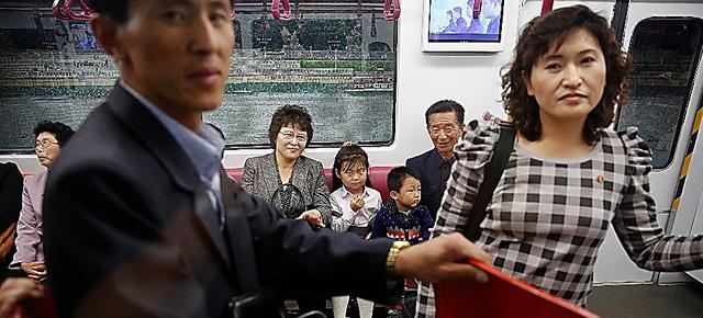 平壌中心部で7日、国外メディア向けの地下鉄視察ツアーの最中、新しく開通した列車に乗る市民ら=ロイター