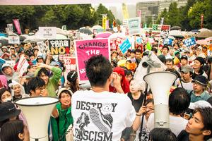 映画に登場する昨年8月30日の国会前デモ(C)2016 sky-key factory, Takashi NISHIHARA