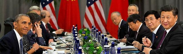 米ワシントンで3月31日、会談するオバマ米大統領(手前左)と中国の習近平国家主席(手前右)=AP
