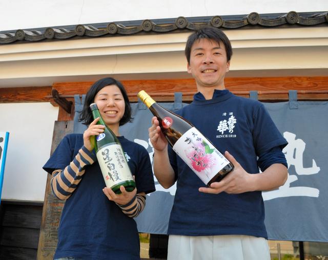 「喜多の華酒造場」の星慎也さん、里英さん夫婦=喜多方市