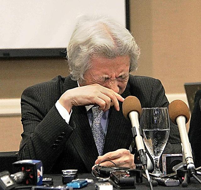 感極まって涙を流す小泉純一郎元首相=カールスバッド
