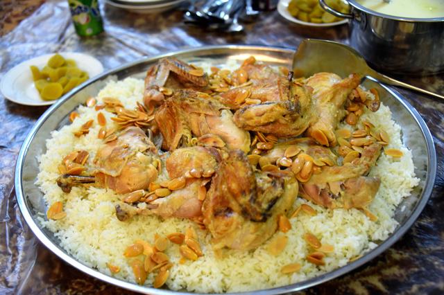 伝統料理マンサフ=ヨルダン北部ラムサ、渡辺丘撮影