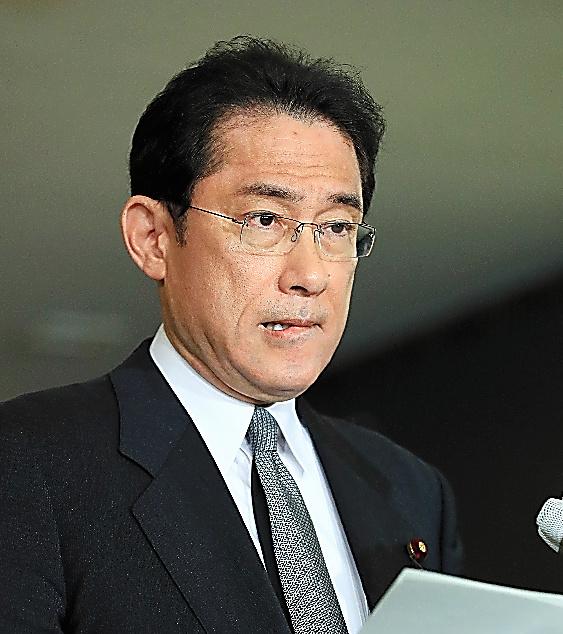 ケネディ駐日米大使と会談を終え、説明する岸田文雄外相=19日午後11時24分、外務省、長島一浩撮影