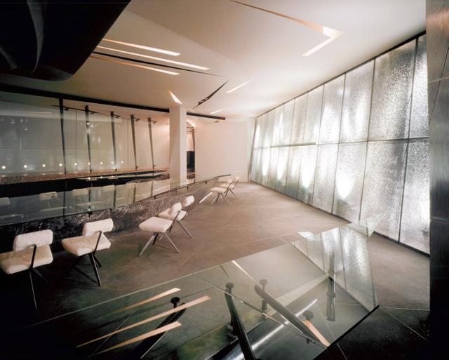 ザハ・ハディド氏の初の実作となった札幌のレストラン(当時)の内装。1階は氷をイメージしたという=ジャスマック提供