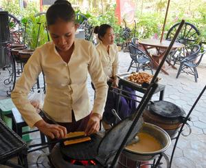 東南アジア土産、日本流お菓子が人気 現地雇用も創出