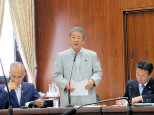 質問する北沢俊美元防衛相=24日午前、参院外交防衛委員会、石松恒撮影