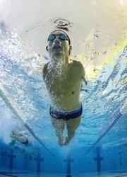 両腕ない平泳ぎ、北島級のキック パラ選手の潜在能力