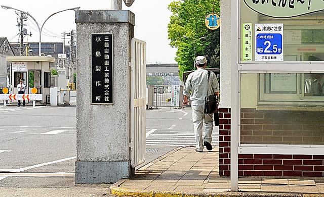軽自動車の生産が止まっている水島製作所。人の出入りは少なめだ=24日午前、岡山県倉敷市、新田哲史撮影