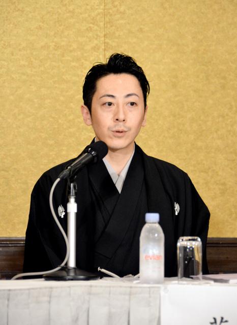 判決後に会見し、「流派のために尽力したい」と語った舞踊家の青山貴彦さん=東京都千代田区
