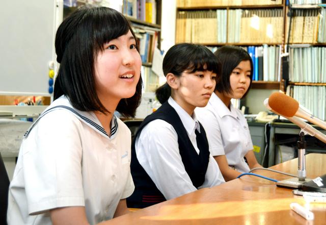 広島を訪問する(左から)小川日菜子さん、内野璃奈さん、安野伊万里さん=長崎市役所