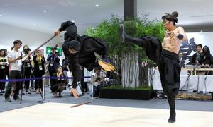 伊賀忍者、サミットでアピール メディア向けにショー